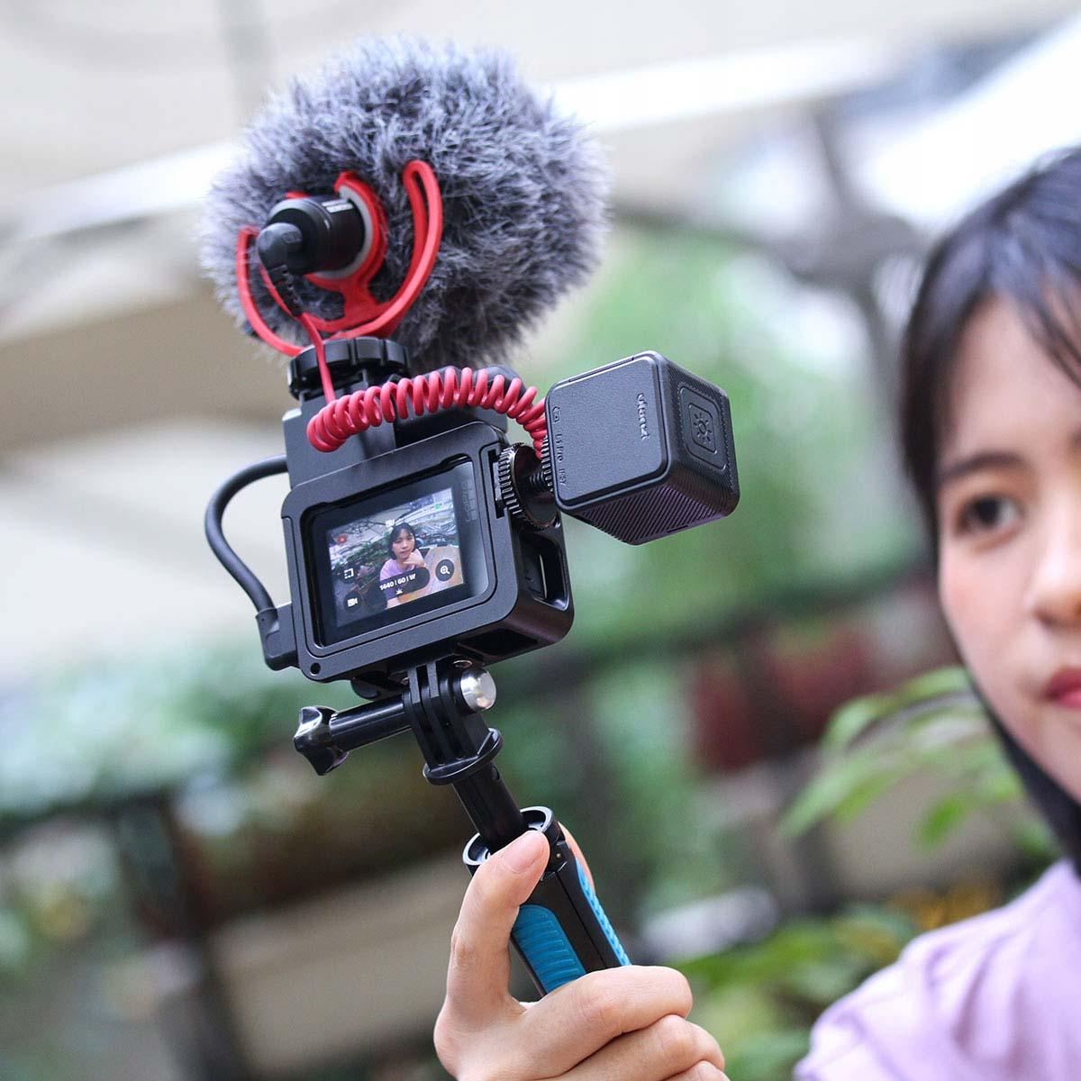 Dostęp do gniazd kamery go pro w obudowie